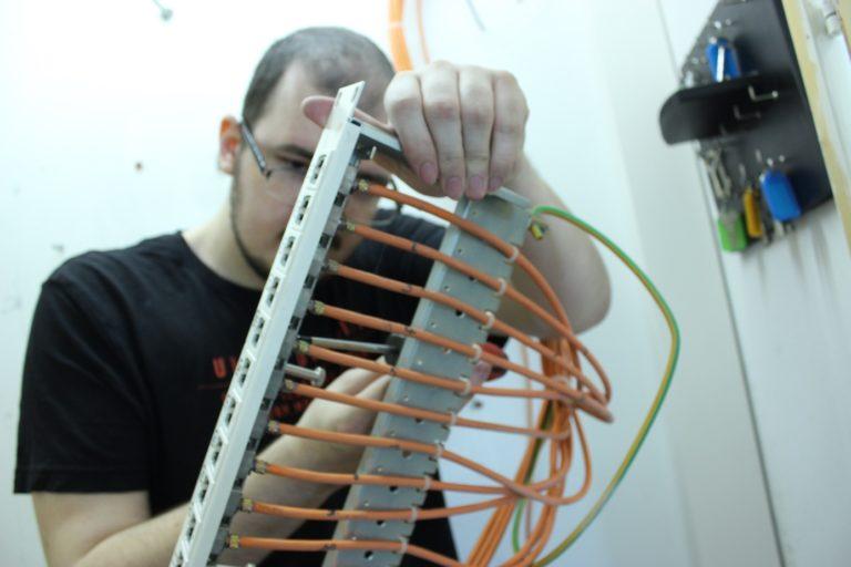 Die Technik überprüfen – Internet muss gewährleistet sein!